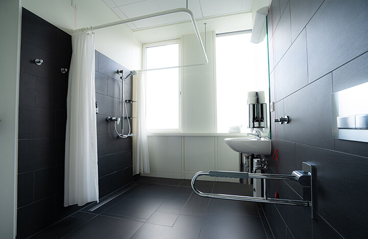 Bad mit Dusche in Station A